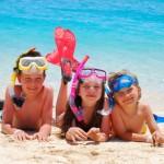 Artikelgebend ist ein Badeurlaub mit den Kindern am Strand.