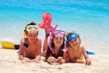 Badeausflug mit den Kindern an den Strand – das sollten Eltern beachten
