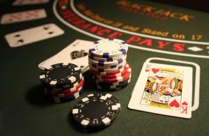 Inhalt des Artikels sind Nervenkitzel und Spannung beim Glücksspiel.
