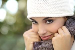 Inhalt des Artikels sind wissenswerte Pflegetipps für die Haut im Winter.