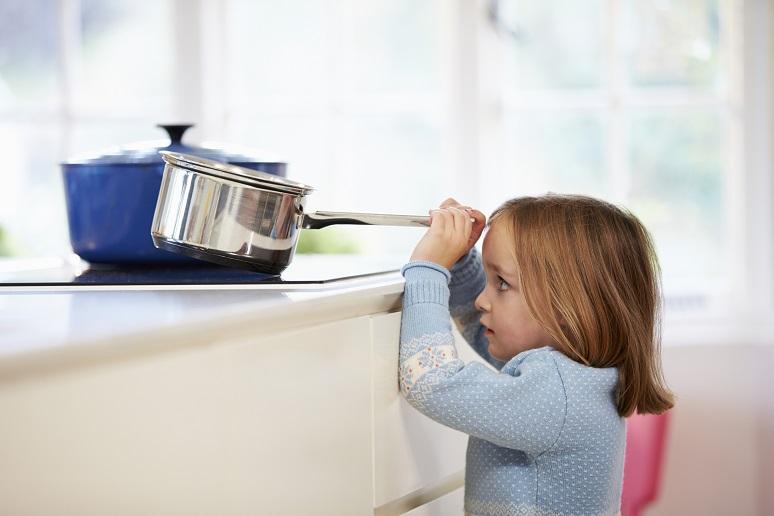 Gefahren im Haushalt: Wohnung kindersicher machen
