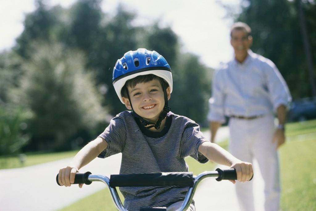 Auch wenn Fahrradhelme nicht verpflichtend sind, sollten sie aus Sicherheitsgründen dringend genutzt werden.