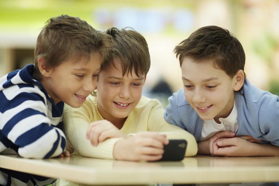 Kinder und Telefon – der Handy-Vertrag