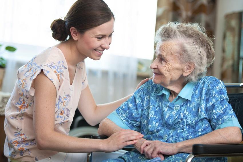 Häusliche Pflege für Senioren muss gut organisiert sein