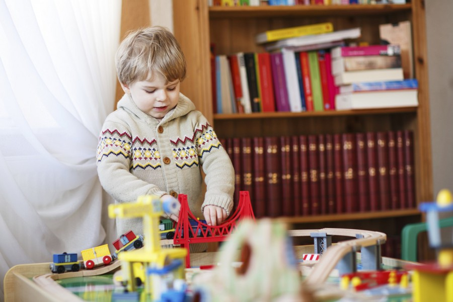 Holz oder Plastik? Wichtiges beim Spielzeugkauf